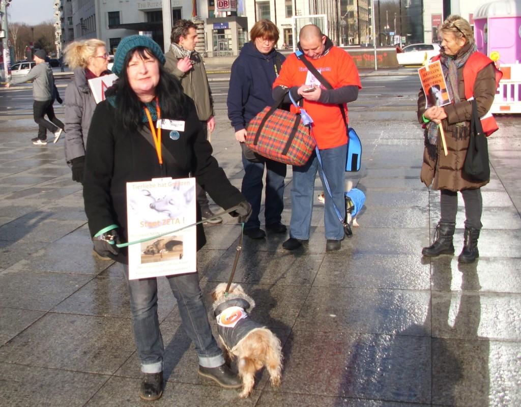 Demo gegen sexuelle Ausbeutung von Tieren   PAWU   Protect