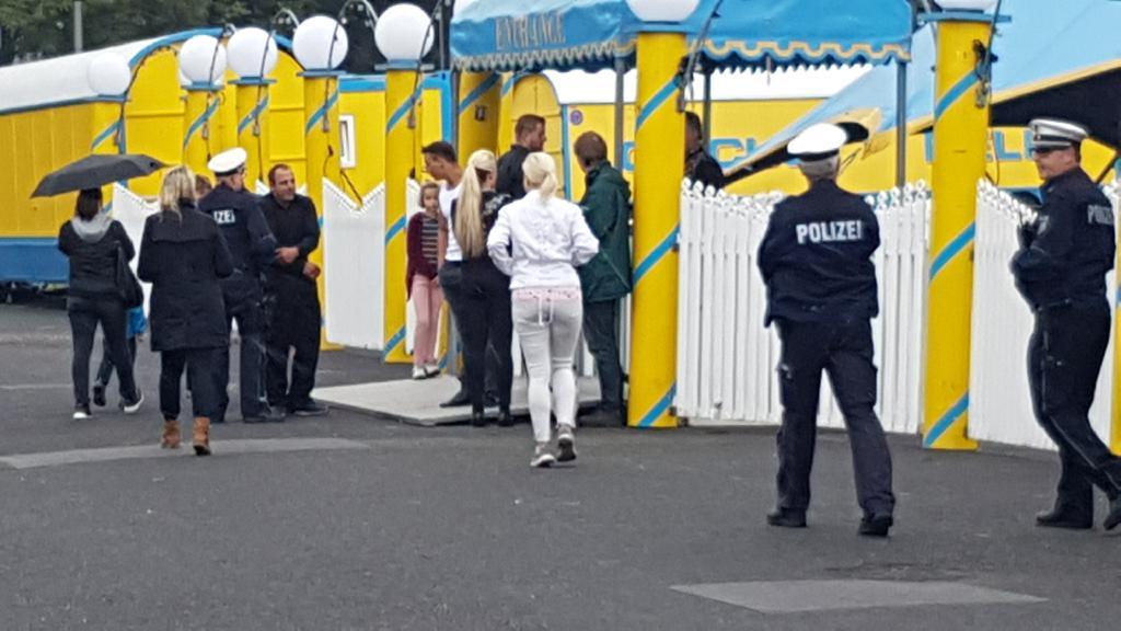 02072017 Demonstration Vor Dem Circus Belly Wien In Krefeld
