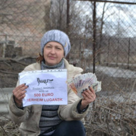 """Spendenübergabe für das Tierheim """"Giwe a paw"""" in Lugansk"""